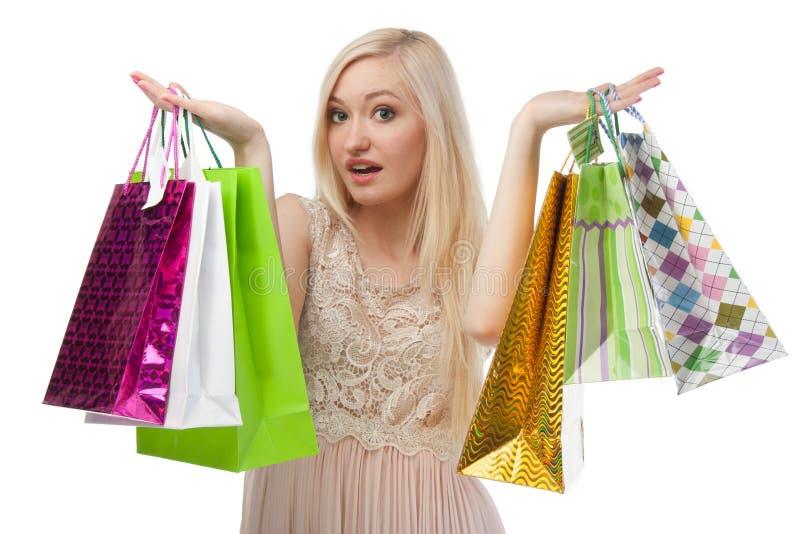A mulher não pode escolher o que comprar foto de stock royalty free