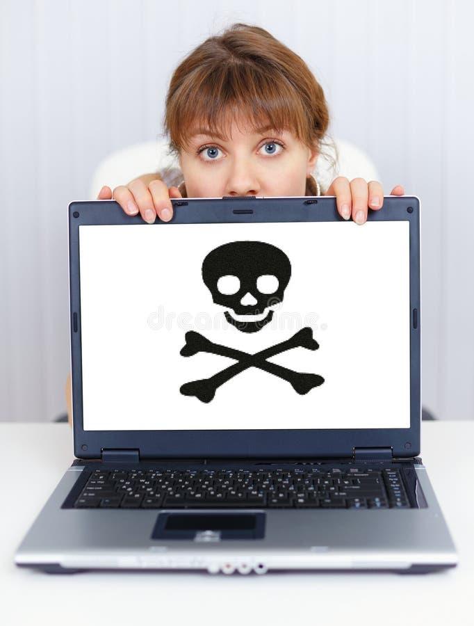A mulher não pode trabalhar - o problema com software do pirata imagens de stock