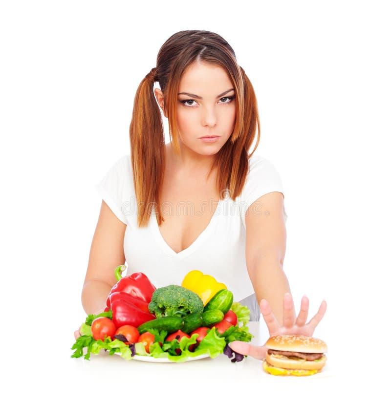 A mulher não quer comer a comida lixo foto de stock