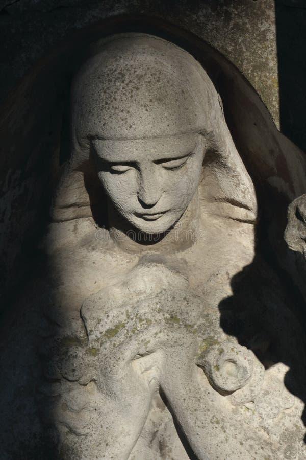 Mulher na amargura como um símbolo da morte imagem de stock