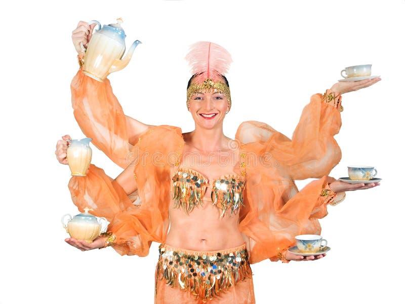 Mulher na bebida oriental dos ursos do traje imagens de stock