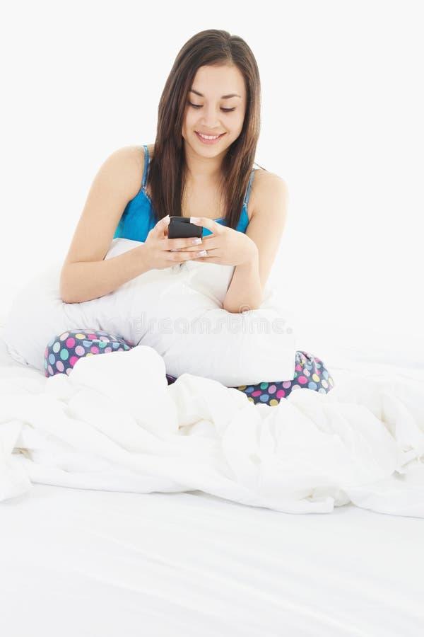Mulher na cama imagem de stock