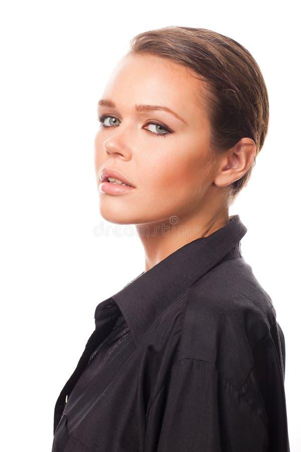Mulher na camisa preta do `s dos homens foto de stock