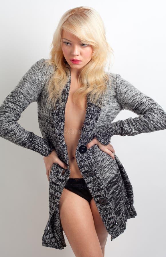Mulher na camisola aberta fotos de stock