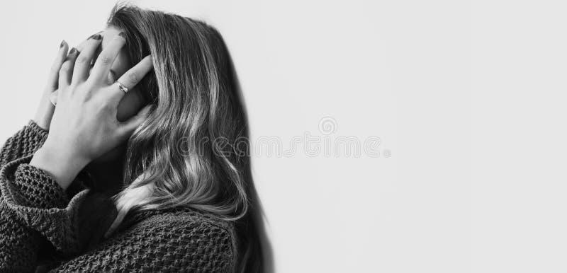 Mulher na depressão apenas com dificuldades dos problemas, psycholo fotos de stock