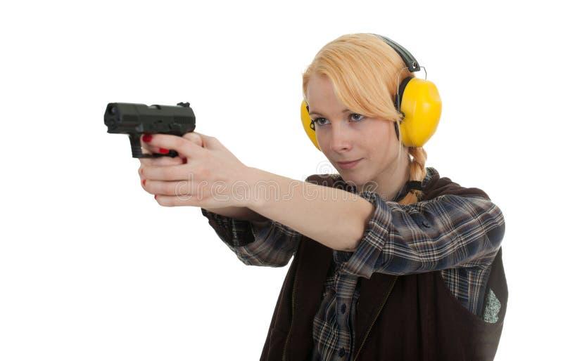 Mulher na escala de tiro imagens de stock