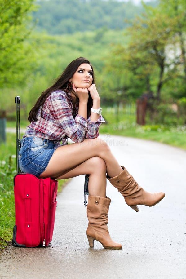 Mulher na estrada fotografia de stock