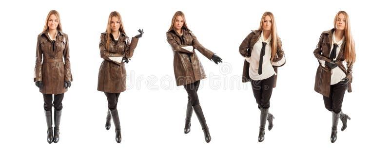 A mulher na forma veste o levantamento no estúdio foto de stock royalty free
