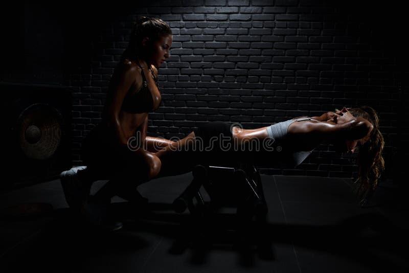 Mulher na ginástica fotografia de stock