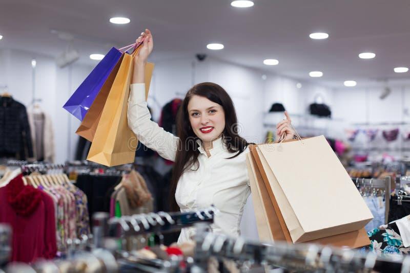 Mulher na loja da roupa imagem de stock royalty free