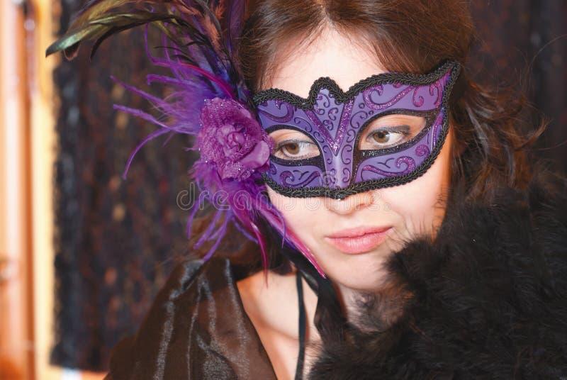 Mulher na máscara imagem de stock