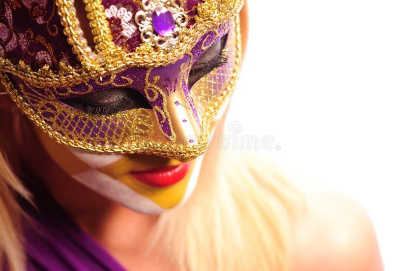 Mulher na máscara do partido fotografia de stock royalty free