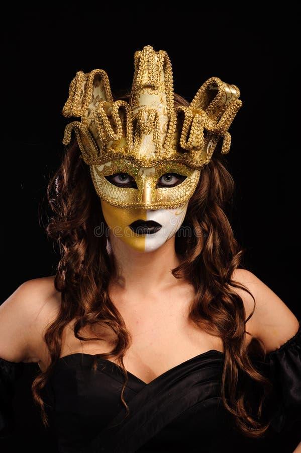 Mulher na máscara dourada do partido fotos de stock