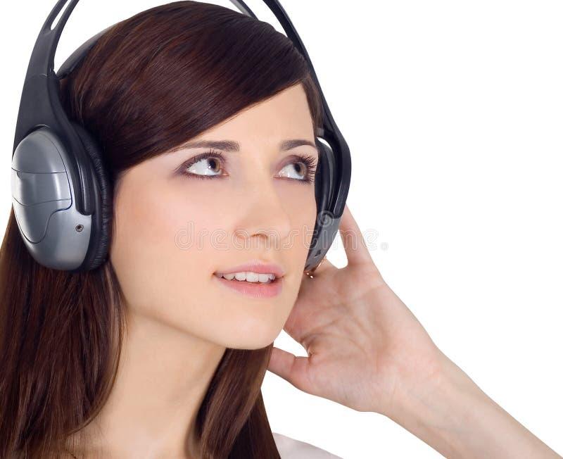 Mulher na música de escuta dos auscultadores imagens de stock