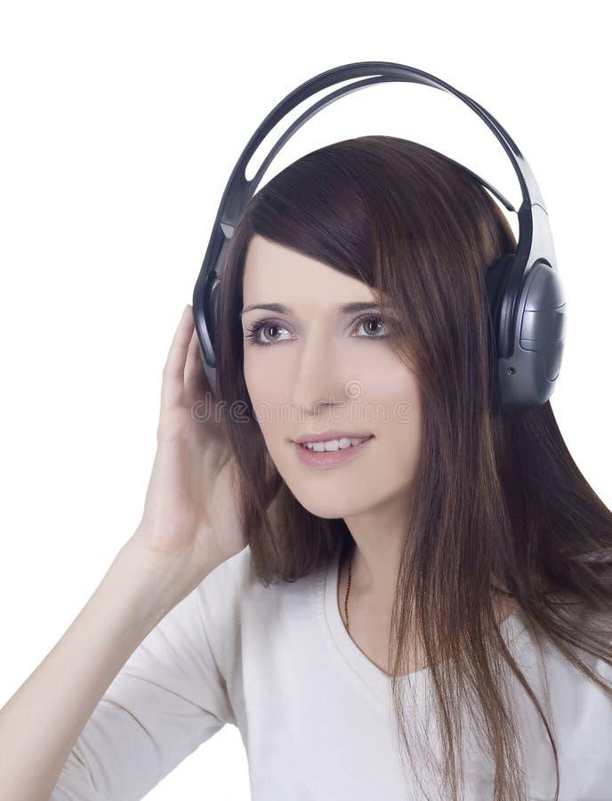 Mulher na música de escuta dos auscultadores imagem de stock