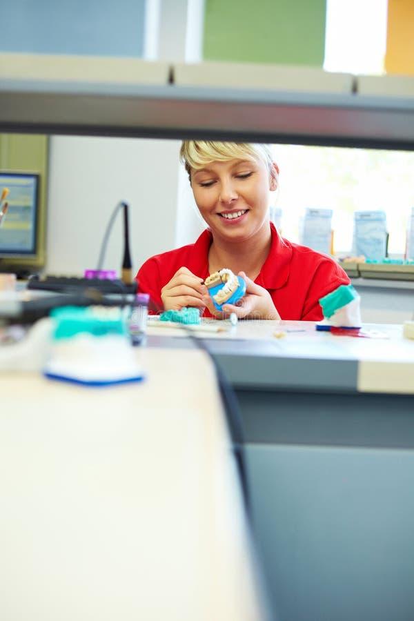 Mulher na odontologia imagens de stock royalty free