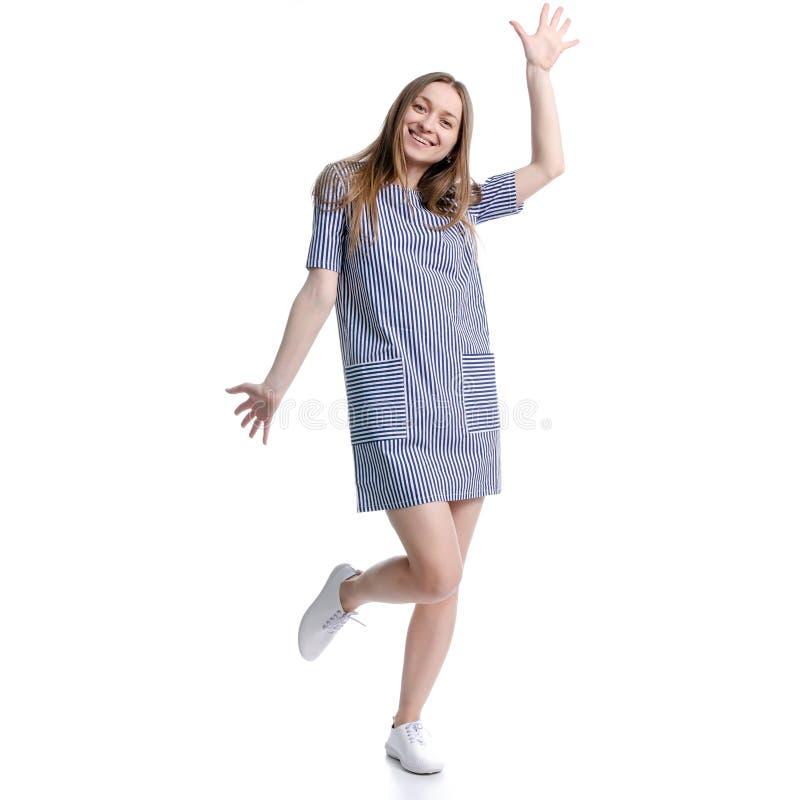Mulher na posi??o azul do vestido que sorri olhando risos da felicidade fotos de stock royalty free
