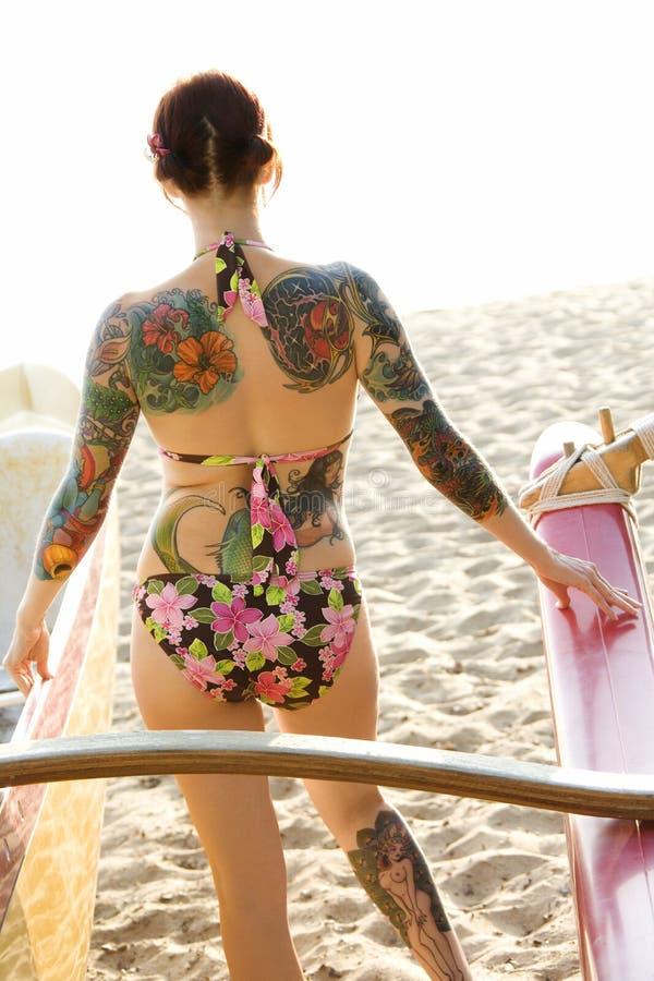 Mulher na praia. imagem de stock royalty free