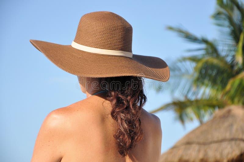 Mulher na praia fotos de stock royalty free