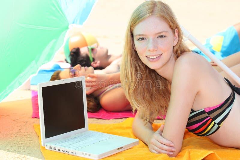 Mulher na praia foto de stock royalty free