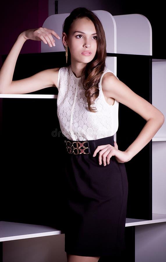 Mulher na roupa da forma imagens de stock royalty free