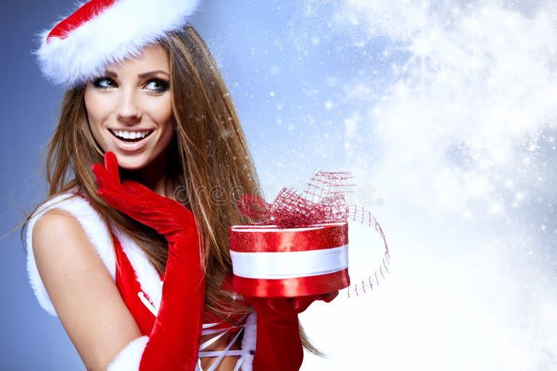 mulher na roupa de Papai Noel fotografia de stock