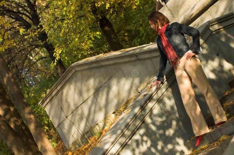 Mulher nas escadas fotos de stock royalty free