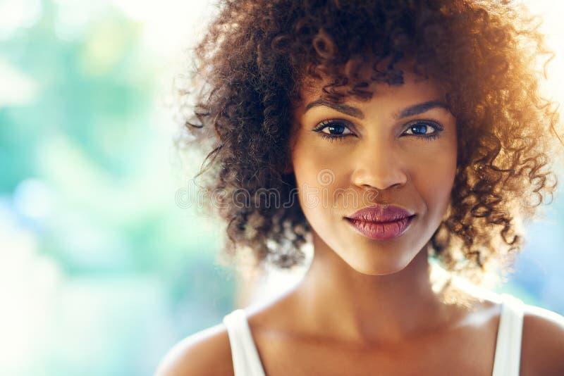 Mulher negra encantador fotos de stock
