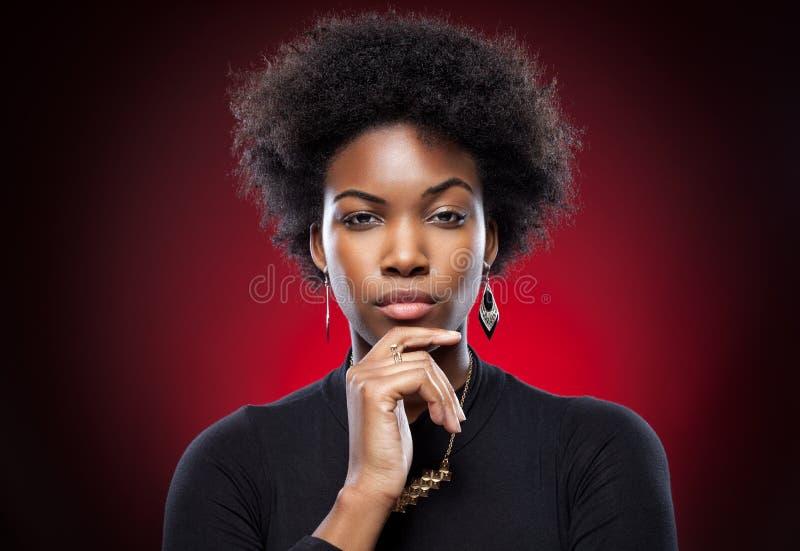 Mulher negra nova e bonita imagem de stock royalty free