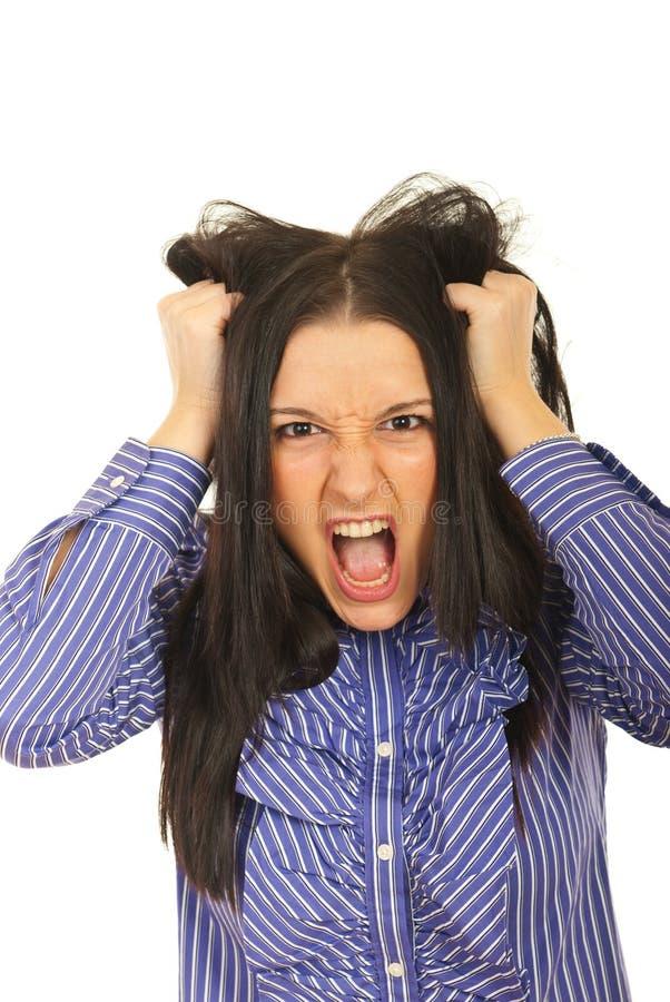 A mulher nervosa retira seu cabelo fotografia de stock