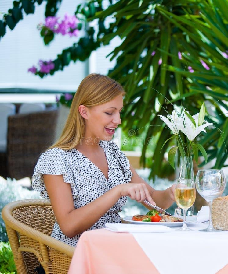 Mulher no almoço fotografia de stock