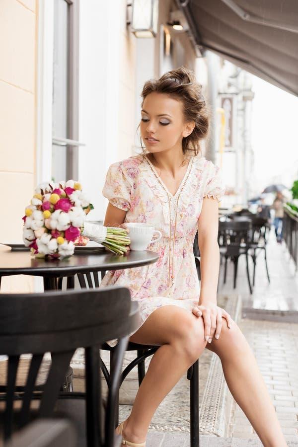 Mulher no café imagem de stock