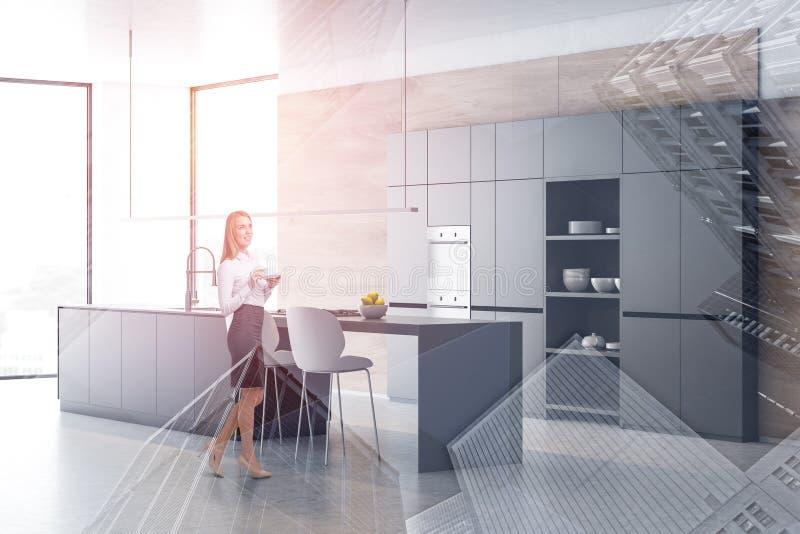 Mulher no canto cinzento e de madeira da cozinha ilustração stock