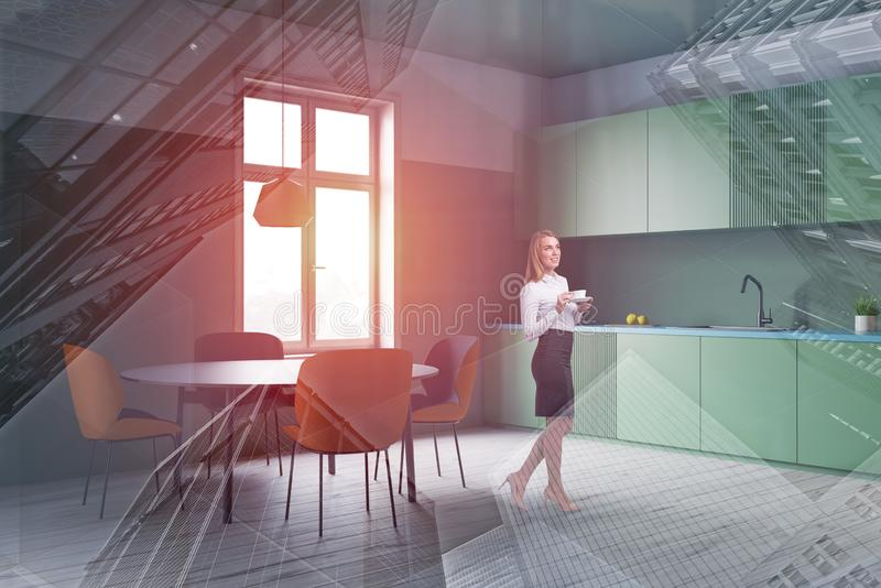 Mulher no canto verde da cozinha foto de stock