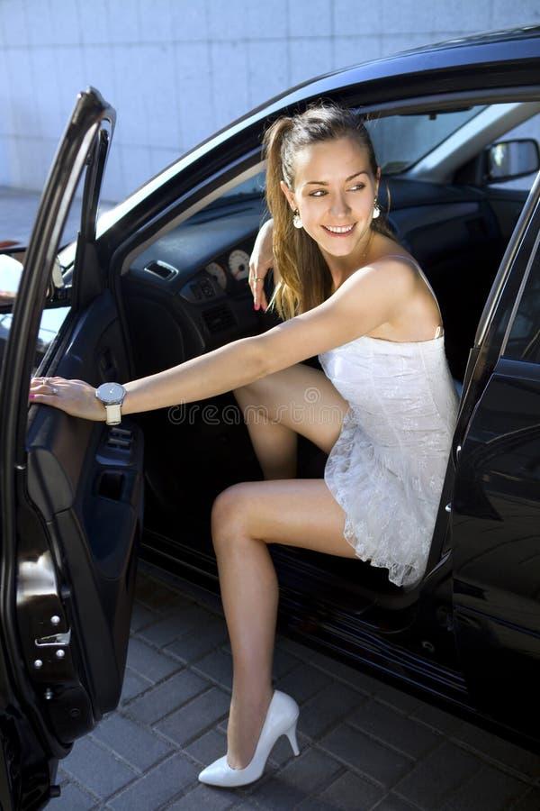 Mulher no carro preto foto de stock royalty free