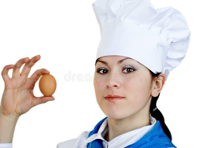 Mulher no chapéu do cozinheiro chefe fotos de stock royalty free