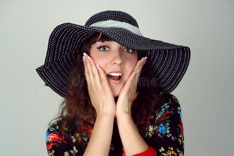 Mulher no chapéu feliz imagens de stock