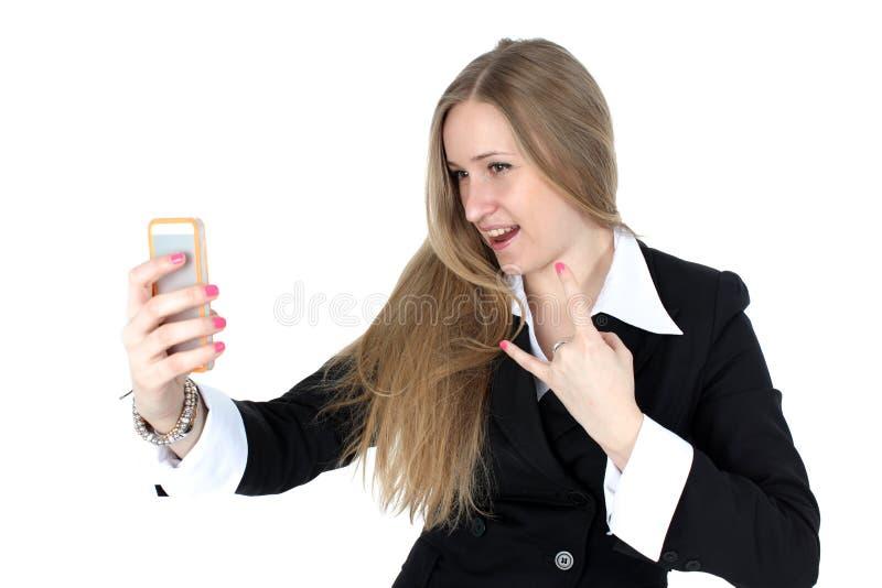 A mulher no equipamento do negócio toma um autorretrato foto de stock