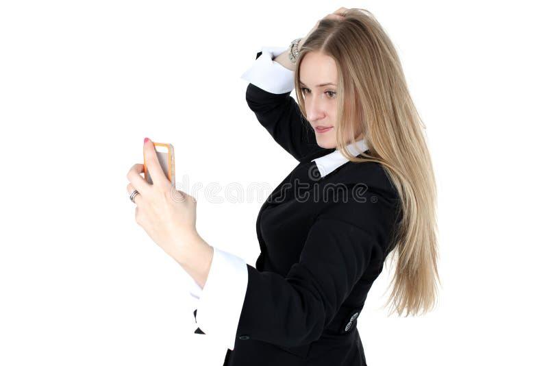 A mulher no equipamento do negócio toma um autorretrato imagens de stock royalty free