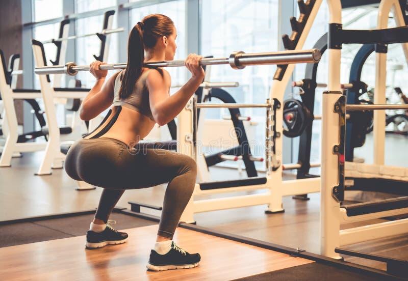 Mulher no gym fotografia de stock
