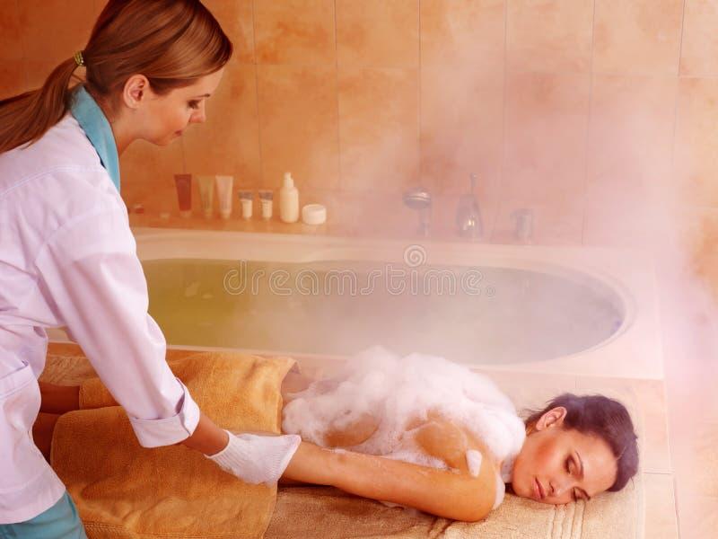 Mulher no hammam ou no banho turco imagens de stock
