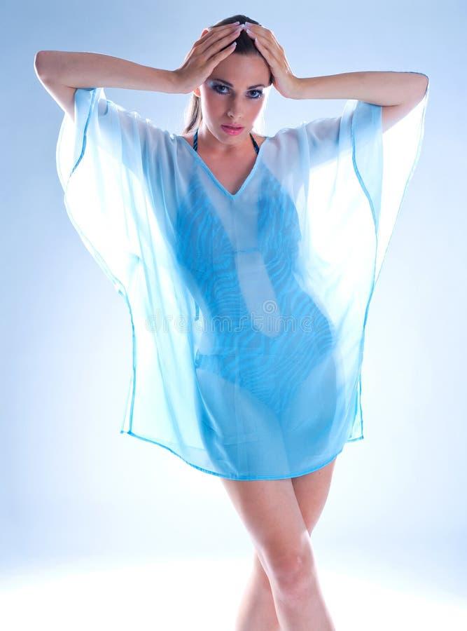 Download Mulher no negligee imagem de stock. Imagem de transparente - 12811237