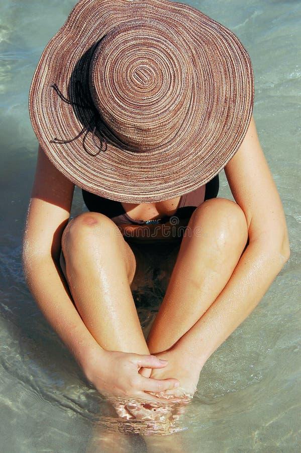Mulher no oceano imagens de stock