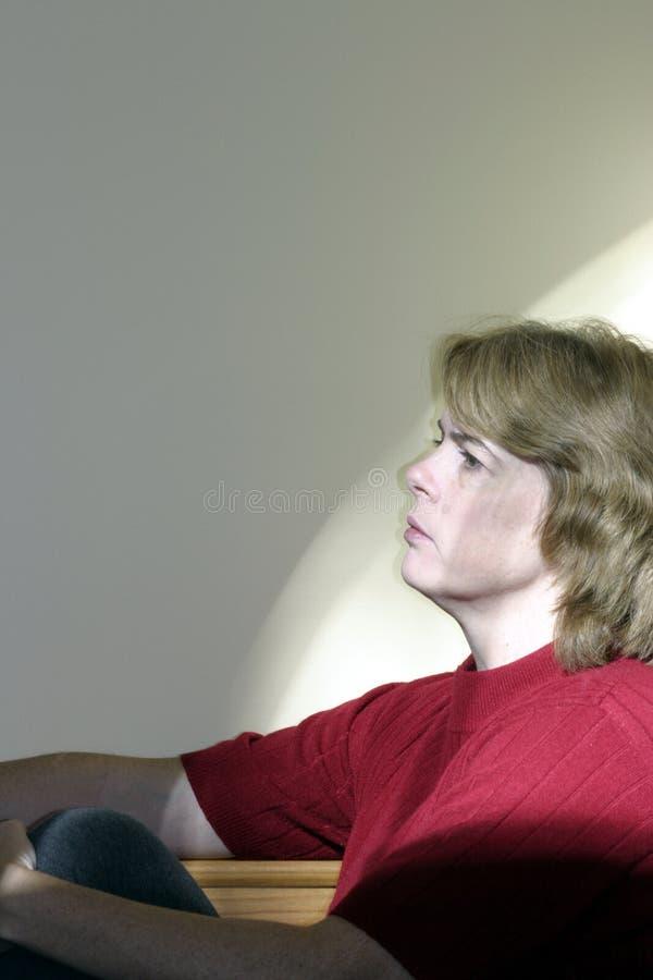 Mulher no pensamento fotografia de stock