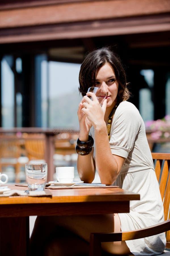 Mulher no pequeno almoço fotos de stock