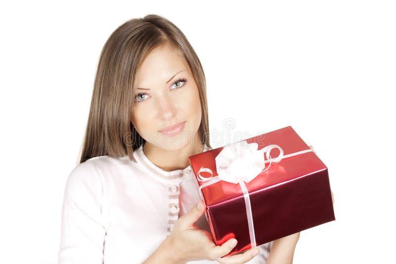 Mulher no presente do Natal da terra arrendada do chapéu de Santa fotos de stock