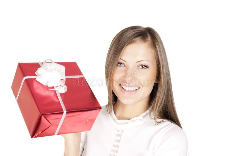 Mulher no presente do Natal da terra arrendada do chapéu de Santa foto de stock royalty free