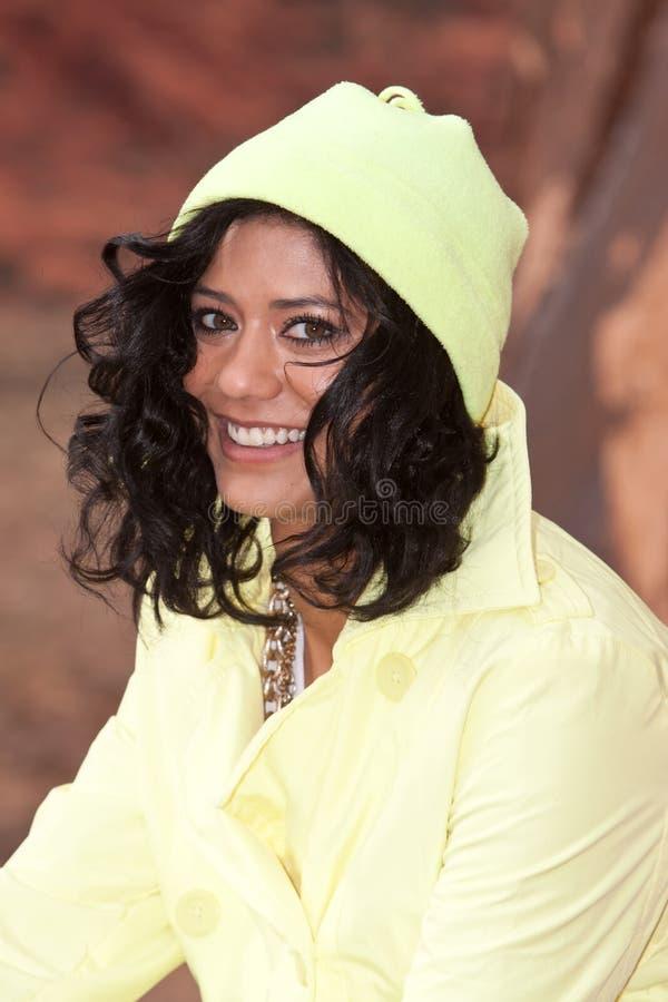 Mulher no raincoat imagem de stock royalty free