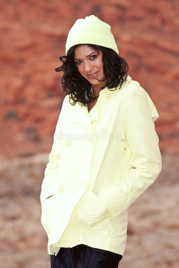 Mulher no raincoat fotos de stock royalty free