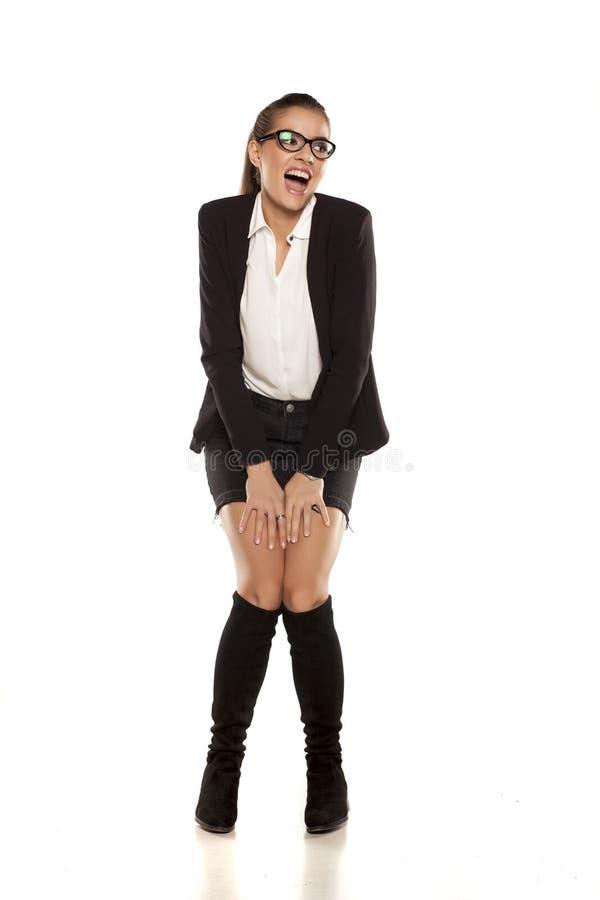 Mulher no revestimento e em uma saia imagem de stock